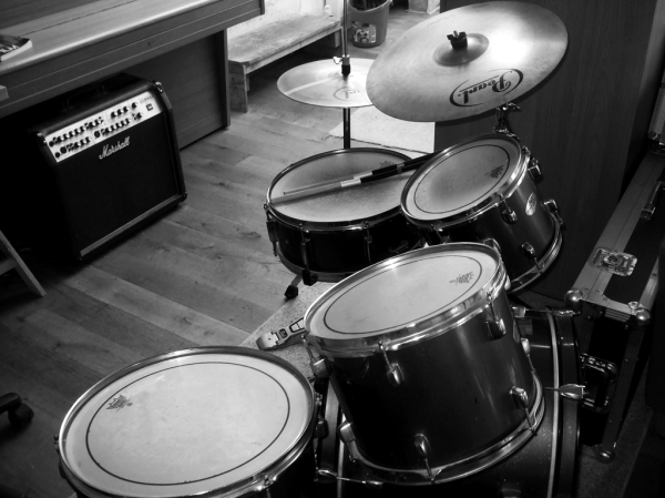 Studio recording drums bw