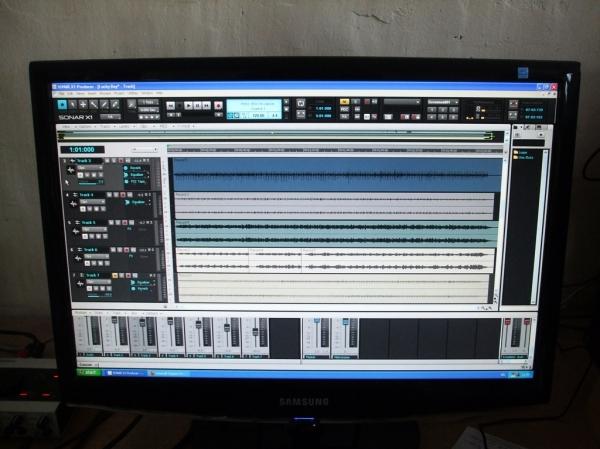 Studio recording monitor